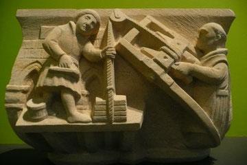 Arquitecto, capitel del Claustro de Santa Mª la Real de Nieva, Segovia.