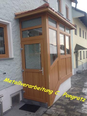 Vordach mit Fensterelementen