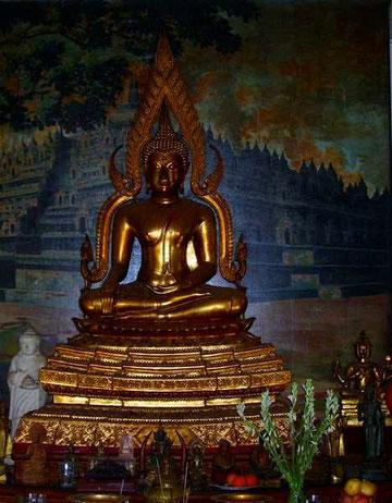 Buddhastatue in Gold