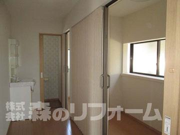 松戸市 まるごと戸建リフォーム 浴室、キッチンを撤去して納戸にリフォーム アコーディオンカーテン取付 クロス貼り替え フローリング張リフォーム