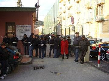 L'ingresso degli sogliatoi blindato dalle Forze dell'ordine