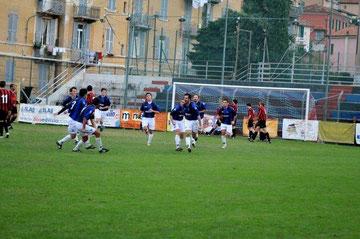 65': Stabile festeggia dopo il gol del pareggio