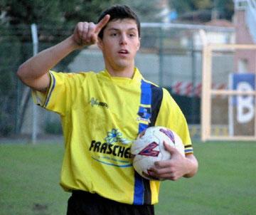 Elia Ambesi batte il fallo laterale