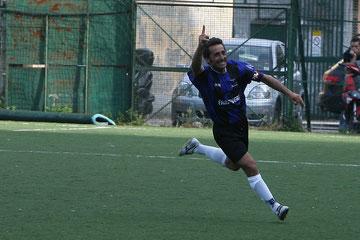 62': Iannolo esulta dopo il gol dell'1-2