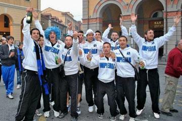 La squadra in Piazza Dante