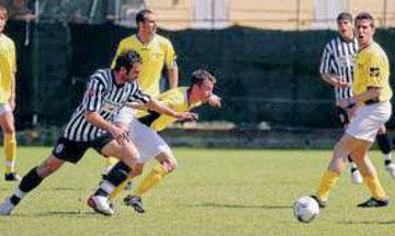 Francesconi si getta sul pallone