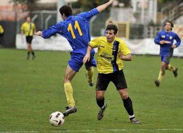 Celea, autore di un gol, salta un avversario