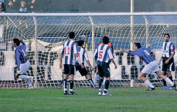 48': Ciolli segna e festeggia sotto la Nord dopo il gol di Ciolli