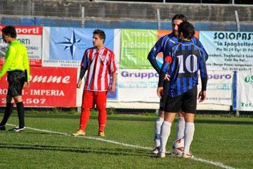 Iannolo e Andorno si apprestano a battere il calcio d'inizio