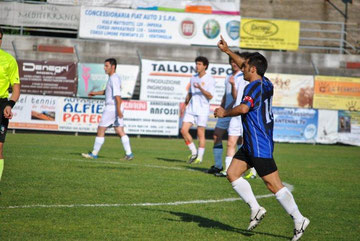 69': Iannolo saluta il pubblico dopo il gol del definitivo 3-2