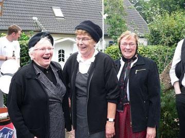 Auch bei Anni Haack, Gretel Kohrs und Anita Saul (v. links nach rechts) war die Stimmung gut