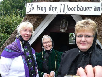 Unsere Moorbäuerinnen Anja Poppe, Christa Röttjer und Silke Buck (v. links nach rechts) sehr gut.