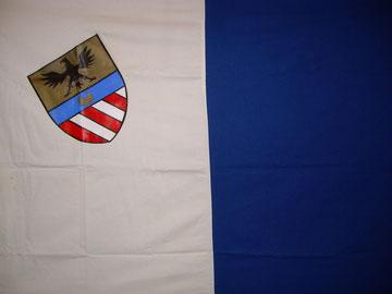 Bandiera di Caldana con lo stemma.