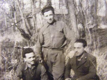 Prigionieri italiani in Normandia. In centro il sig. Verones, uno dei testimoni del nostro documentario.