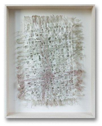 """"""" über_brücken""""  weißer Baumwoll-Linters über gespannten Fäden, Objektkasten 49 x 61 x 9 cm"""