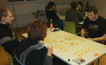 Tore der Welt Kartenspiel beim Pankower Spieleabend