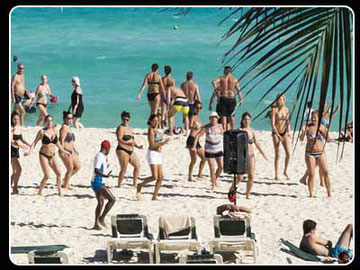 animadores en la playa de cadiz
