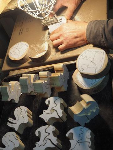 フォーアニマルズ~木口クラフト~糸のこ盤で切り出し