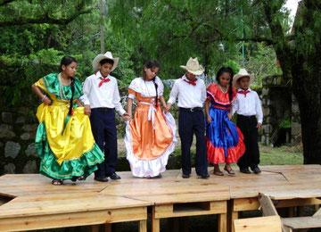 Tanzvorführung in der Schule in El Rosario