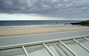 Blick über die Dächer von St. Ives, Porthmeorbeach.