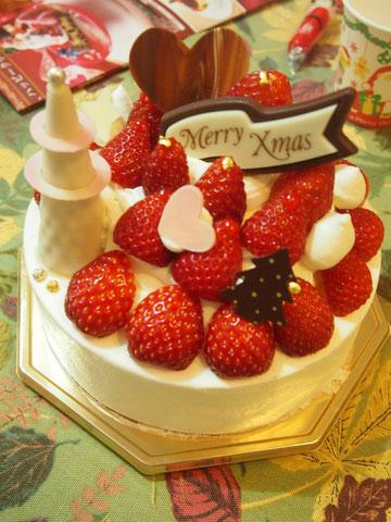 本当はケーキも作りたかったけど、今年はさきこちゃん用に地元で買いました。