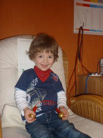 Der eigene Sohn (2,5 Jahre) hat Spaß an der Behandlung