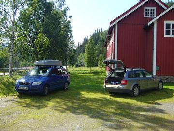 Ein seltenes Bild: Stefans und mein Auto nebeneinander in Norwegen!!! Wer hätte das gedacht?