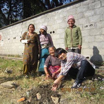 ネパールのハンセン氏病療養所にて植樹ボランティアwith NGO ADRAJAPAN_2010年_11月