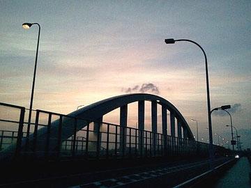 ナイトライン photo by 白鳥保美