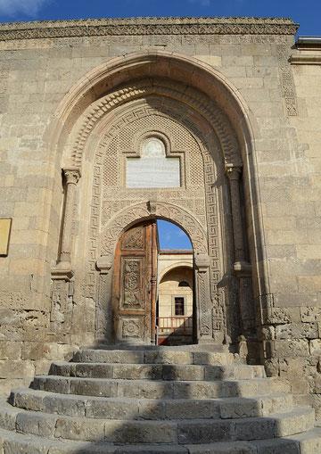 Eingang der ehemaligen Medrese