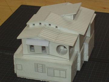 改修計画模型 陽を入れるよう屋根も形状を変更しました