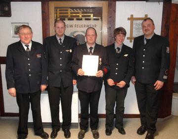 v.l.n.r.: Stadtbrandinspektor Josef Müller, Sebastian Müller, Andreas Kümmel, Mario Hunold und Löschgruppenführer Ralf Padberg