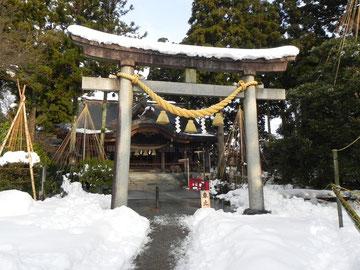 参ノ鳥居と拝殿