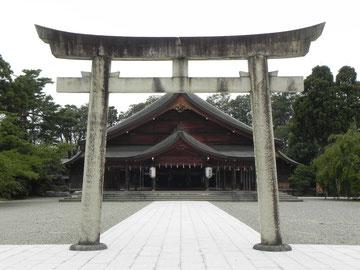弐之鳥居と大拝殿