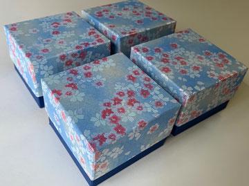 青を基調にした千代紙と鳥の子紙の貼箱はスイスへ発送しました