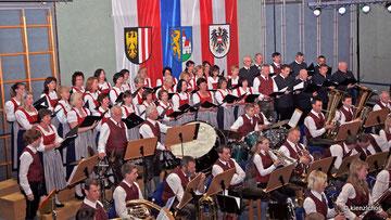 Frühjahrskonzert 2011 - Musikverein und Kienzlchor Waizenkirchen (Foto Josef Pointinger)