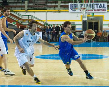 Grugnetti smazza uno dei suoi 6 assist (foto Paola Trapelli)