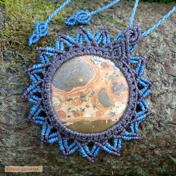kp kitsch-paradise artisans créateurs création tissage macramé micromacramé couleur nature art pendentif léopardite stone