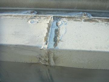 鉄板屋根のコーキング劣化。