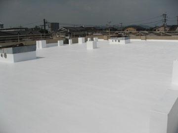 屋根断熱塗装状況。セルコート仕上げ完成