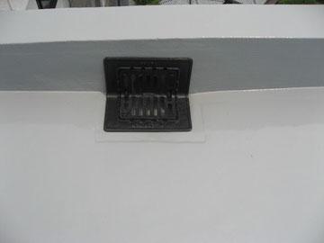 排水溝の鉄部塗装完成。