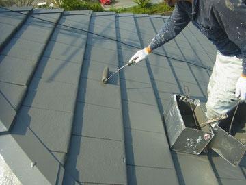 平瓦屋根の中塗り状況