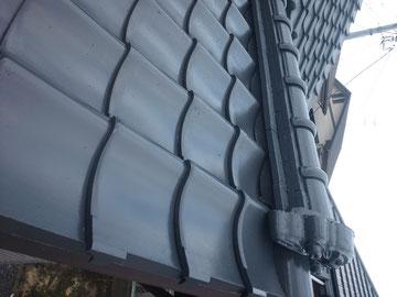 熊本市屋根塗装状況。高耐久水性2液塗料を使用。