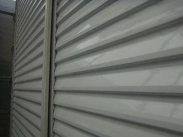 鏡板シャッターの塗り替え完成。関西ペイントの光沢高耐久塗料にて塗替え完成。