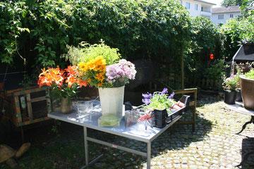 Meine Mama wird bald pensioniert. Für das Fest durfte ich die Blumendeko machen.