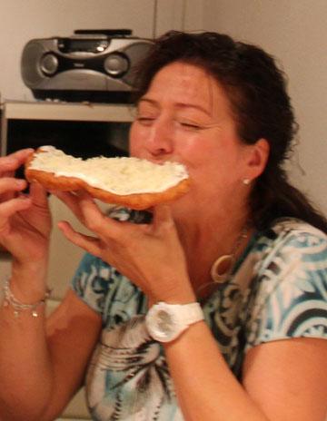 Karola beim Schmaus (Sept. 2012)