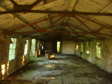 un ancien baraquement