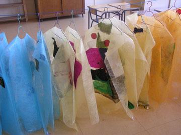 Les costumes en cours de réalisation.