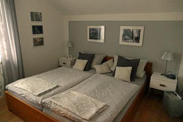 Schlafzimmer mit Doppelbett 180x200 cm