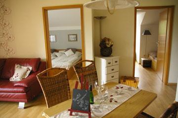 Blick vom Wohnzimmer in die beiden Schlafzimmer